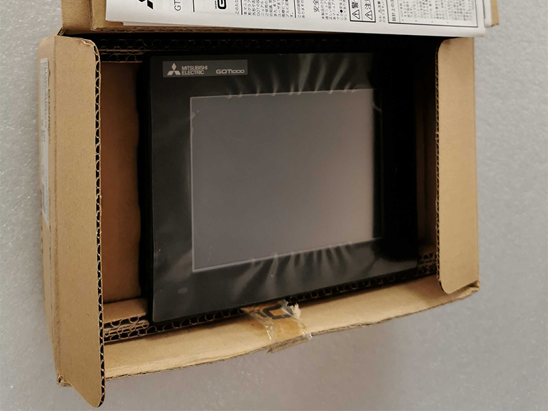 NEW IN BOX Mitsubishi HMI TOUCH SCREEN GT1450-QLBD